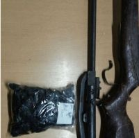Un peligro: Delincuentes se robaron armas de una vivienda particular