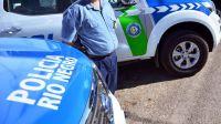 Se volvió loco: Un joven agredió físicamente a dos policías en pleno centro